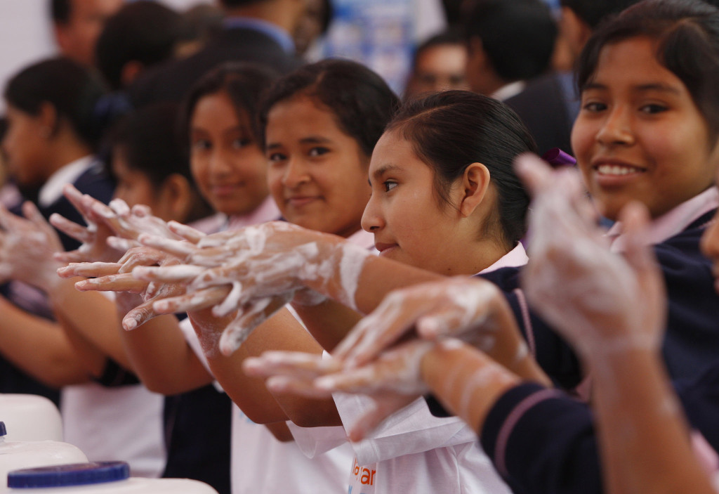 Mycie rąk w Limie (Peru) z okazji GHD. Zdj: Ana Cecilia Gonzales-Vigil, licencja CC BY-NC-ND 2.0