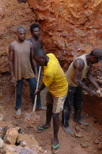 Kopalnia wolframu w Kailo wDemokratycznej Republice Konga. Fot.  Julien Harnei