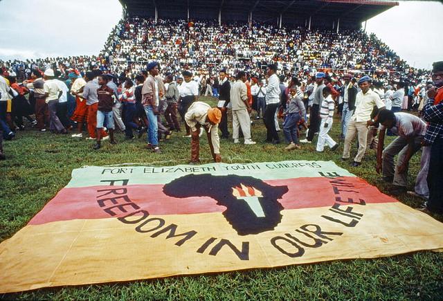 Obchody Międzynarodowego Dnia Walki z Dyskryminacją Rasową. Baner upamiętniający ofiary masakry w Sharpeville. Fot. UN, CC BY-NC-ND 2.0