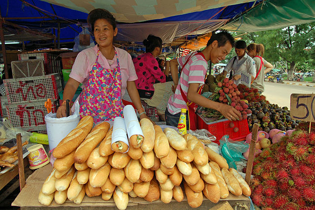 640px-Food_vendors_in_Laos
