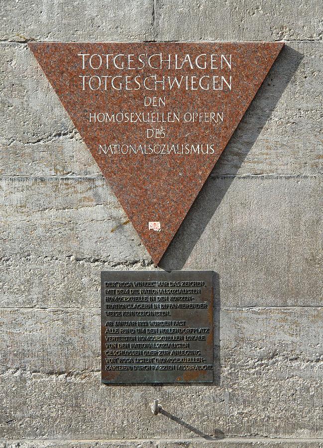 649px-Gedenktafel_Homosexuelle_Opfer_Nollendorfplatz_Berlin