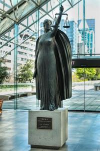 Posąg Temidy.