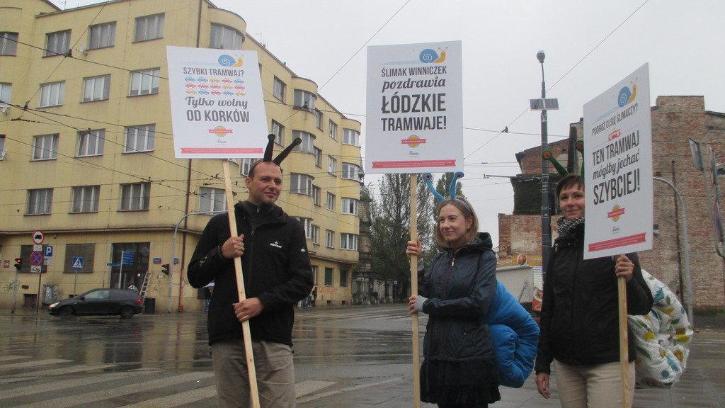 Akcja uliczna, która miała zwrócić uwagę władz Łodzi na problemy pasażerów i pasażerek MPK.