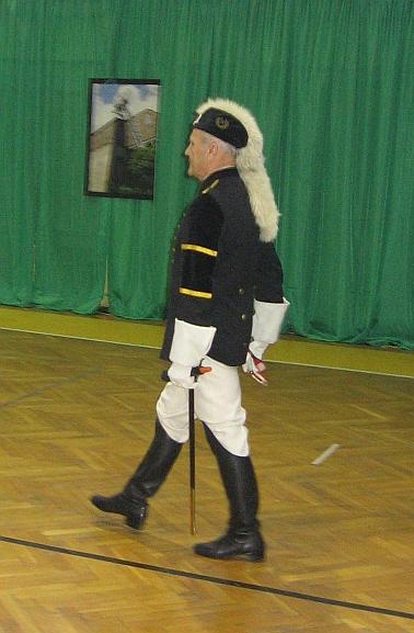 _Lis Major_ w tradycyjnym stroju podczas uroczystości Barbórki w Libiążu. Źródło Wikimedia. Autor Julo. Domena publiczna