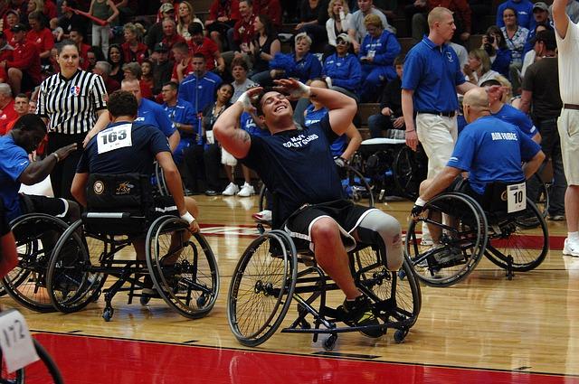 Osoby z niepełnosprawnością przy zapewnionych odpowiednich warunkach potrafią realizować swój potencjał w taki sam sposób, jak osoby sprawne. Źródło Pixabay. CC0 Public Domain