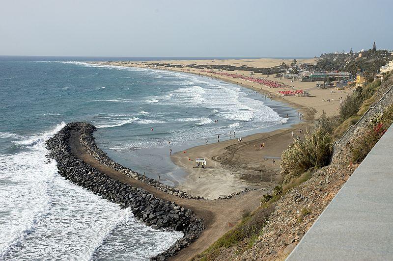 Playa del Inglés powstawała na wybrzeżu wydartym pustyni. Aut. Wouter Hagens, Źródło Wikimedia. Domena publiczna