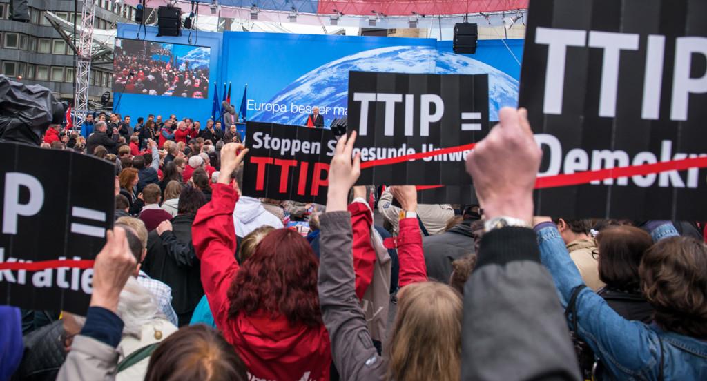 Pod sprzeciwem wobec ponadnarodowego porozumienia TTIP podpisało się już ponad 1,5 mld osób. Źródło Stop-ttip.org