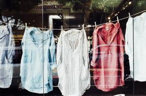 Przy produkcji ubrań prawa pracownicze są notorycznie łamane. Źródło Pixabay. CC0 DP
