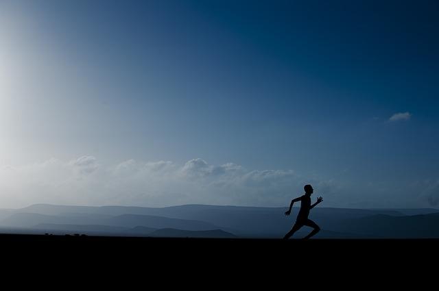 Warto znaleźć atrakcyjne dla siebie ćwiczenia fizyczne. Źródło Pinterest. CC0 Public domain