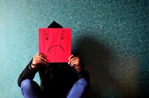 Zbyt długotrwały czy mocny stres prowadzi do wielu szkodliwych konsekwencji w sferze zdrowotnej, osobistej i zawodowej. Źródło Pinterest. CC0 public domain