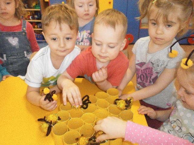 pluszowe pszczoły.